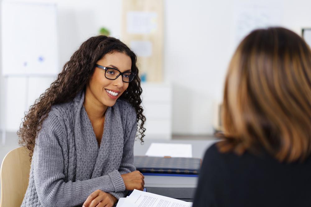 2 Frauen in einem Interview Gespräch