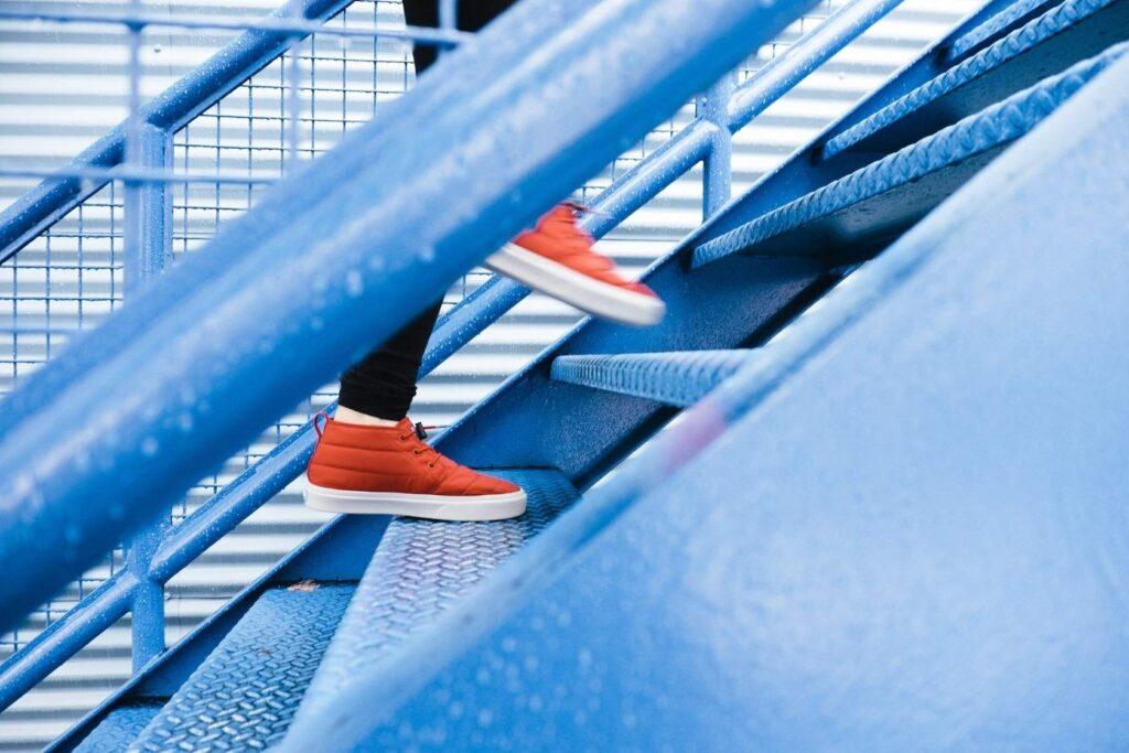 Nudging in der betrieblichen Gesundheitsförderung – Ein Stups zu gesünderen Mitarbeitenden